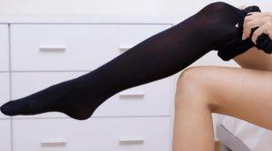 чулок на ноге