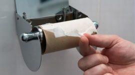 кровь на туалетной бумаге
