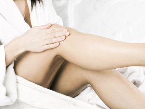 нанесение геля на ноги